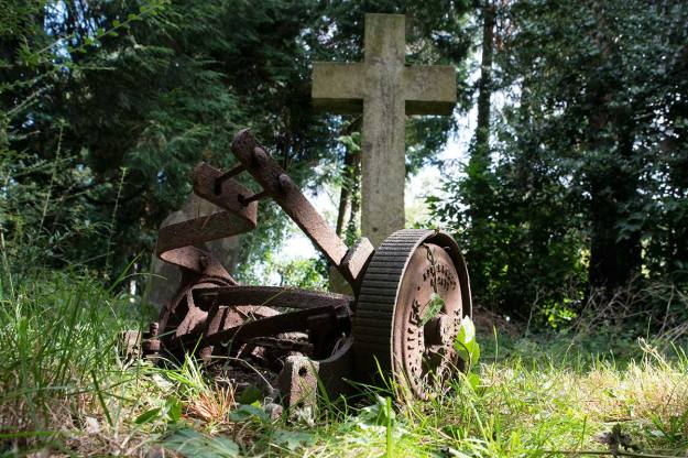 Fig. 18 Old Lawnmower in Graveyard - 1/80 at f/10, ISO 400